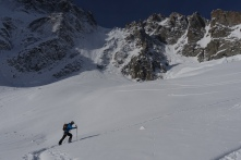 The start of the skin track below the Col